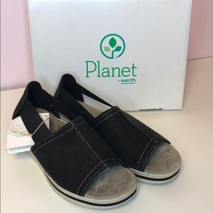 Planet by Earth connie in black leather